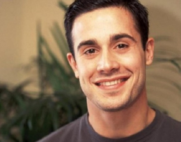 full-freddie-prinze-jr-353404428.jpg